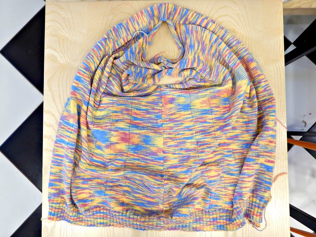 свитер, сшиты плечи и одна сторона | HoroshoGromko.ru
