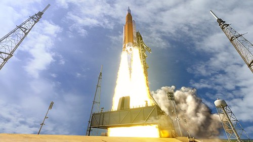 sls-70mt-dac3-orange-launch-uhr2