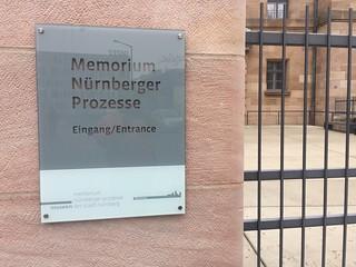 Cartel de entrada al Memorium Nürnberger Prozesse