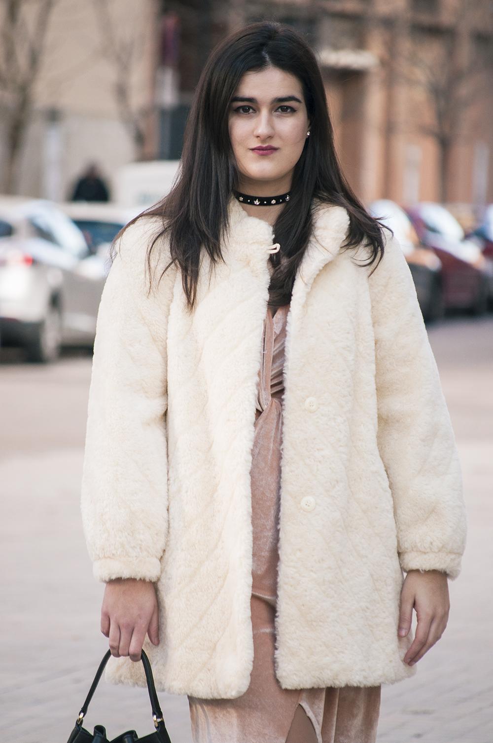 something fashion, spain valencia blogger moda, terciopelo vestido dress velvet pink zara 2017, vintage choker look outfit boots