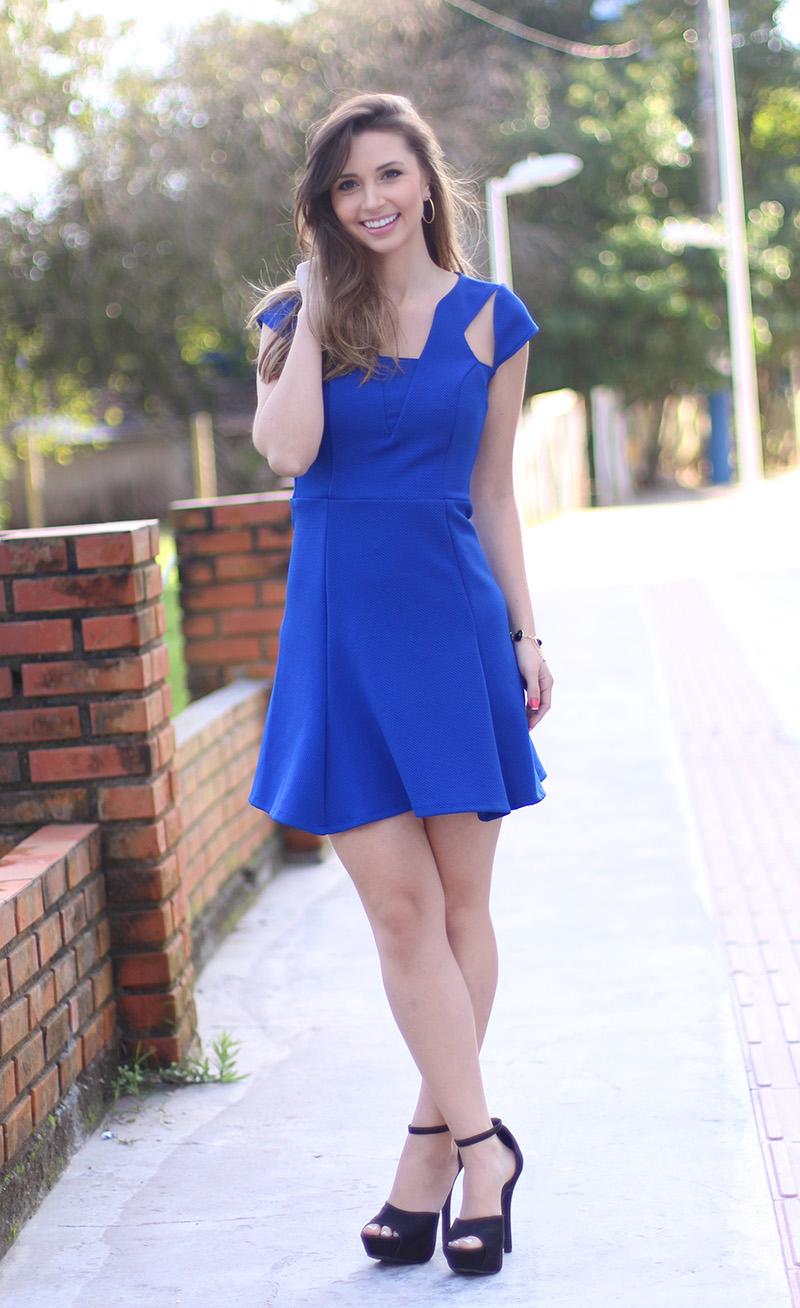 05-look com vestido azul bic com transparência jana taffarel blog sempre glamour