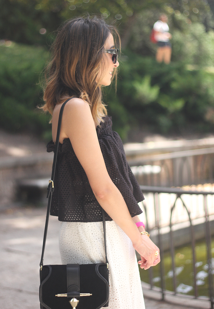 White Palazzo Pants With Black Top Summer Outfit12