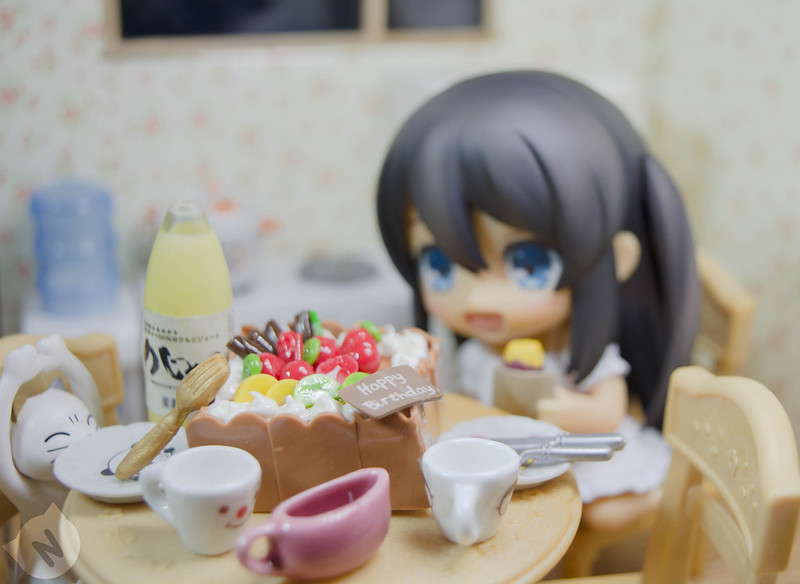 Wow, a birthday cake! Can I have some too pweese? :*:・(*´ω`pq゛