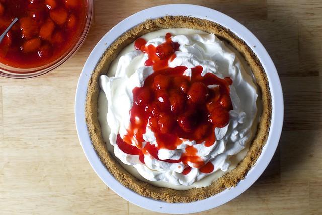 草莓芝士蛋糕冰淇淋派