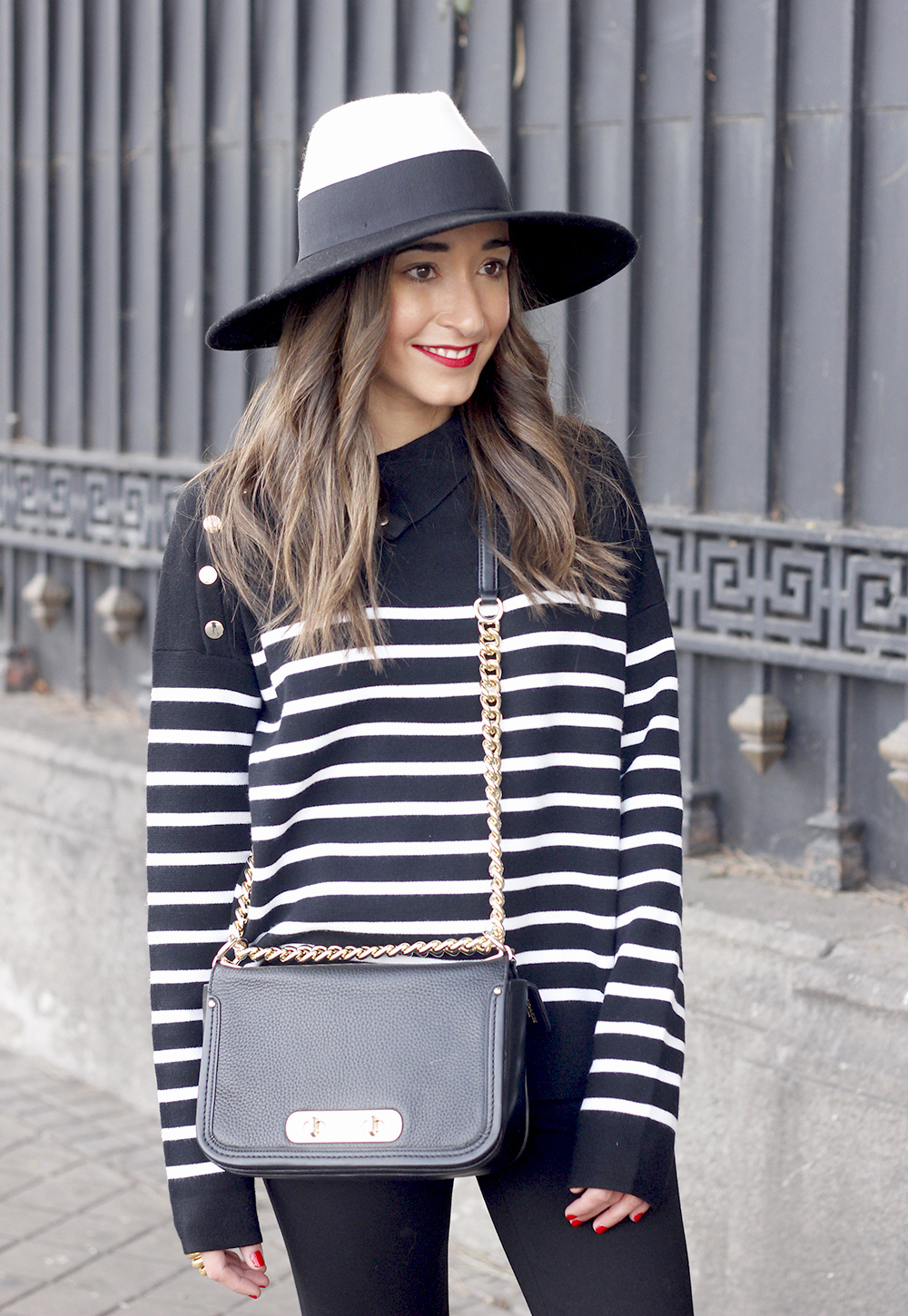 striped sweater maje pink heels black trousers coach bag uterqüe hat accessories style fashion05