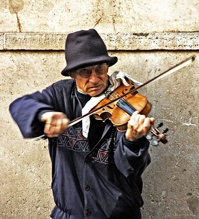 Fiddler on the street | by Shootin' the breeze