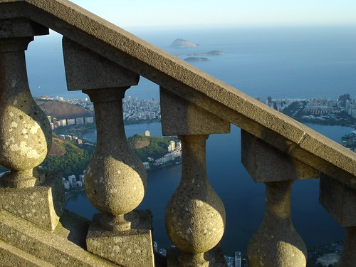 View of Lagoa Rodrigo de Freitas and the ocean from Corcovado mountain | by Ana Valéria
