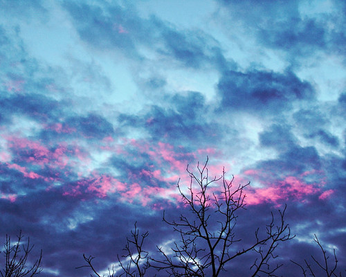 A kiss of pink in the sky tonite | by eqqman