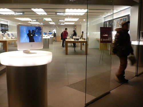 Apple Store, Shinsaibashi, Osaka | by albertus