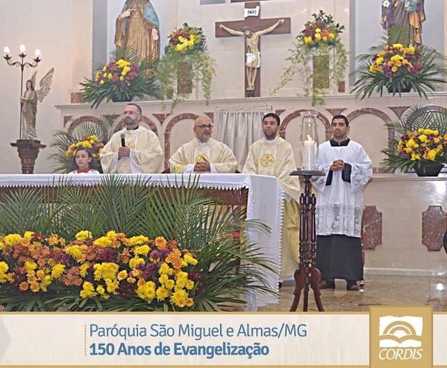 Paramentos Comemorativos: Paróquia São Miguel e Almas/MG