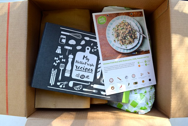 Unpacking the HelloFresh Recipe Box | www.rachelphipps.com @rachelphipps