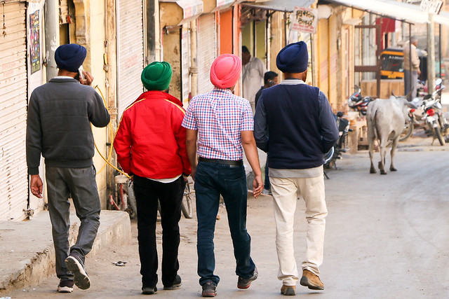 Colorfully turbaned Sikh men in Jaisalmer, India ジャイサルメール カラフルなターバンのシク教男性たち