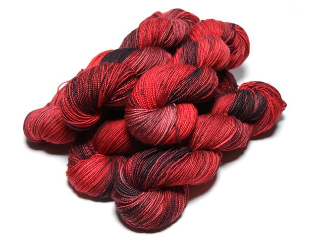 Favourite Sock – hand-dyed superwash merino 4 ply yarn 'Vampire'