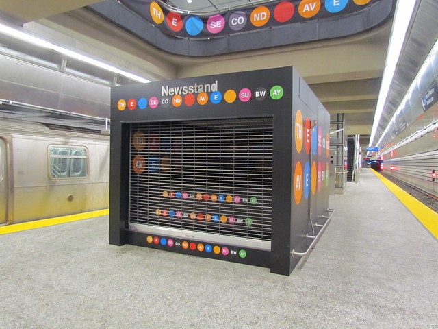 A Second Ave. Subway-themed newsstand on the platform level at 96th St. sat empty and shuttered on Saturday. (Photo by Benjamin Kabak)