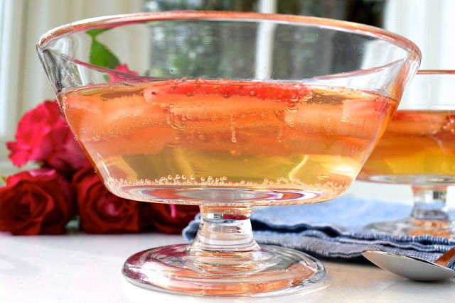 How To Make Champagne Jelly | www.rachelphipps.com @rachelphipps