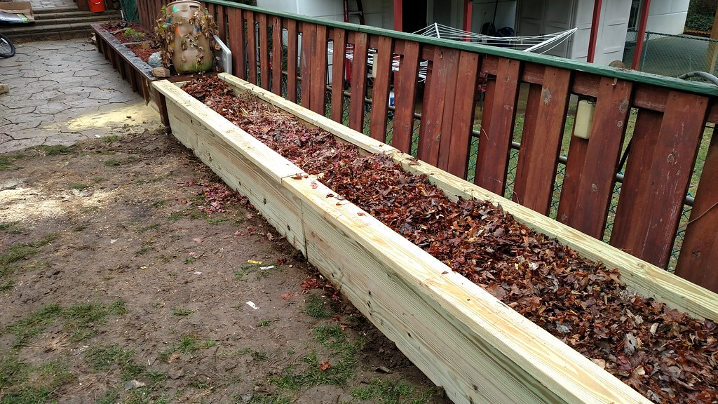 My first Hugelkultur Raised Bed 32329292622_30f8830833_b