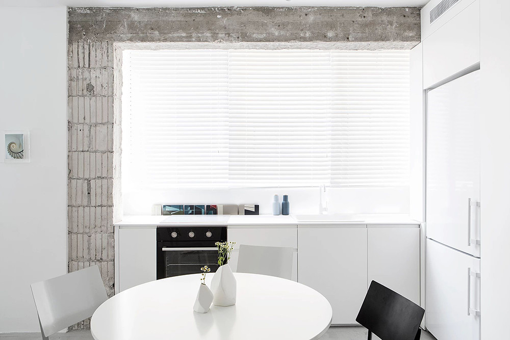 SIG black and white apartment by Yael Perry Sundeno_06