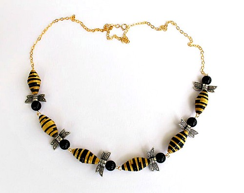 Paper Bead Bee Necklace by Magda Crafts