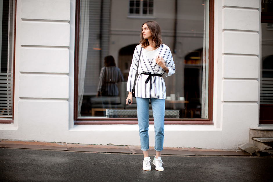 striped-hm-jacket-mom-jeans-look-outfit