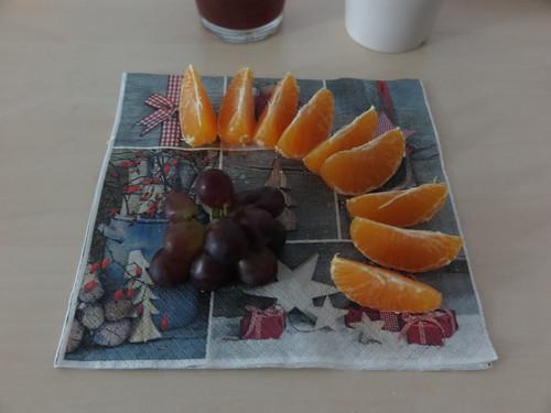 Trauben und Mandarinchen (bei Weihnachtsfeier im Büro)
