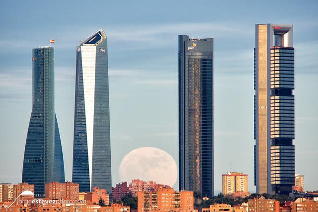 Madrid moonrise