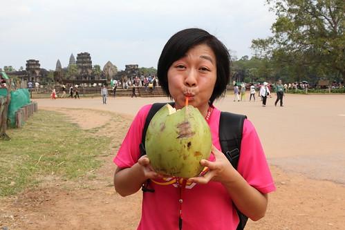 逛到口渴大喝椰子水