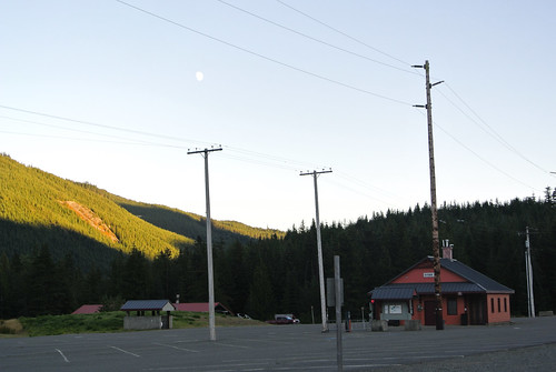 Tourus Interruptus day 1 - Moonrise over Hyak