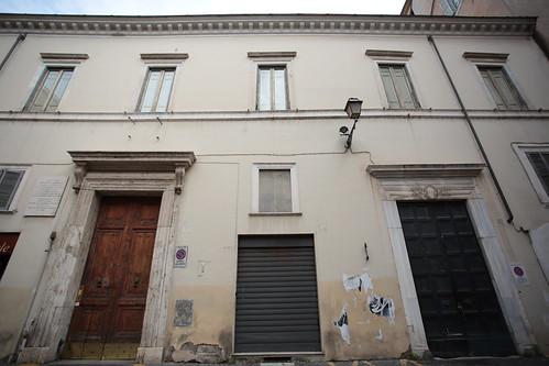 Finestra murata a Piazza Mattei
