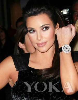 Kim Kardashian matches Foundation drilling table is not tacky
