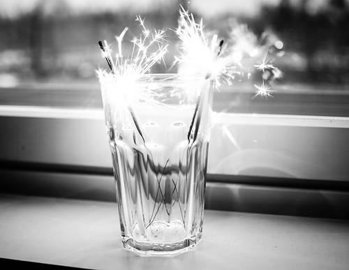 P1141354.jpgSparklers,P1141349.jpgSparklersTähtisädetikut, tähtisädetikku, sparkler, sädehtiä, säkenöidä, ystävänpäivä, valentine's day, hyvää, good, säkenöivää, sädehtivää, sparkling valentine's day, have a sparkling valentine's day,