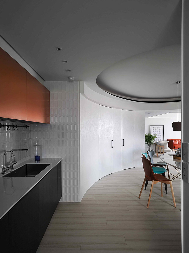 A colorful apartment by Waterfrom Design Sundeno_06