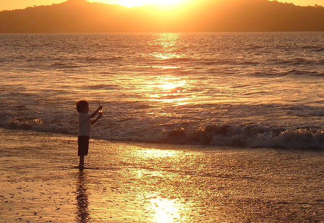 Tarde de playa con las amigas - 2 part 5