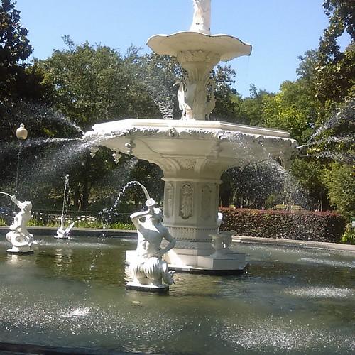 The fountain reminds me of Italy. #savannah #forsythpark
