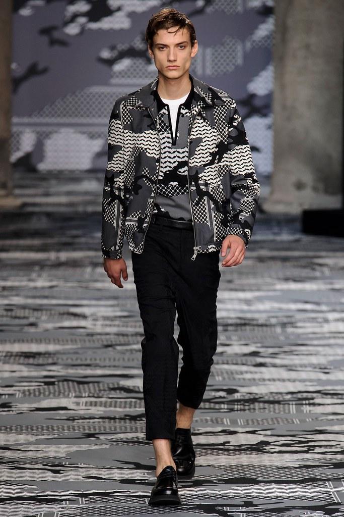 SS16 Milan Neil Barrett003_Serge Rigvava(fashionising.com)
