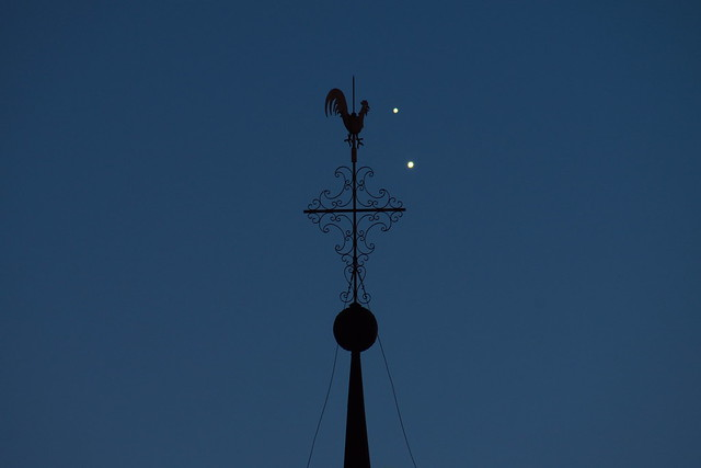 Jupiter/Venus - Close Encounter with a Chicken