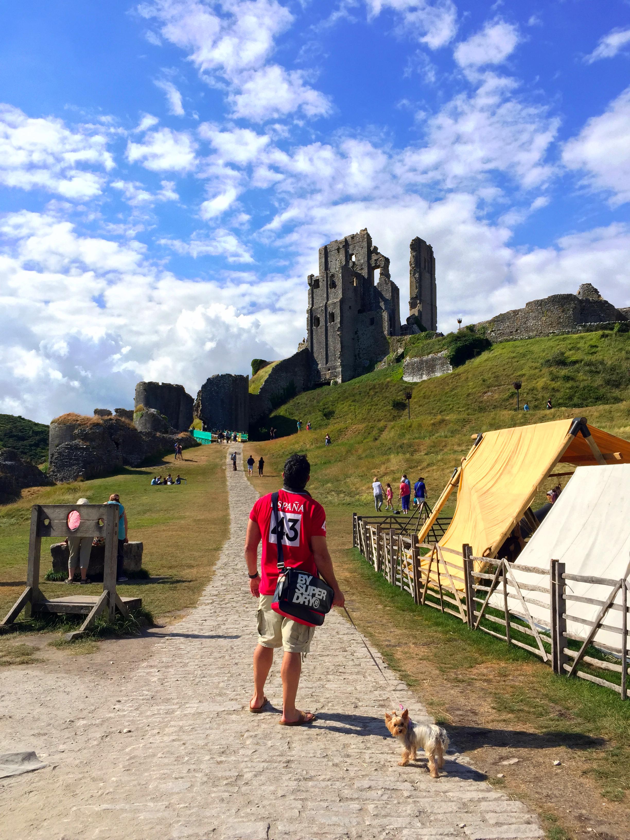 """Castillo de Corfe - La Bruja Novata - Inglaterra castillo de corfe - 32865104685 7d0df90e48 o - Escenarios de """"La Bruja Novata"""" – Castillo de Corfe"""