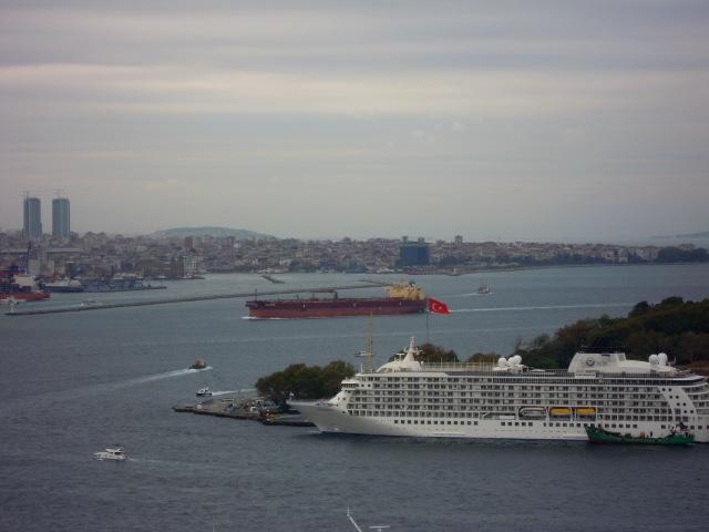 加拉達塔遠眺伊斯坦堡郵輪旅客碼頭