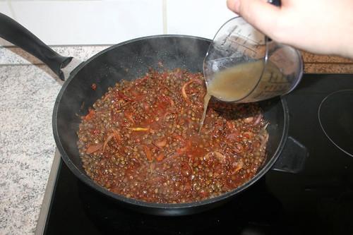 37 - Kochflüssigkeit zu Linsen geben / Add cooking liquid to lentils