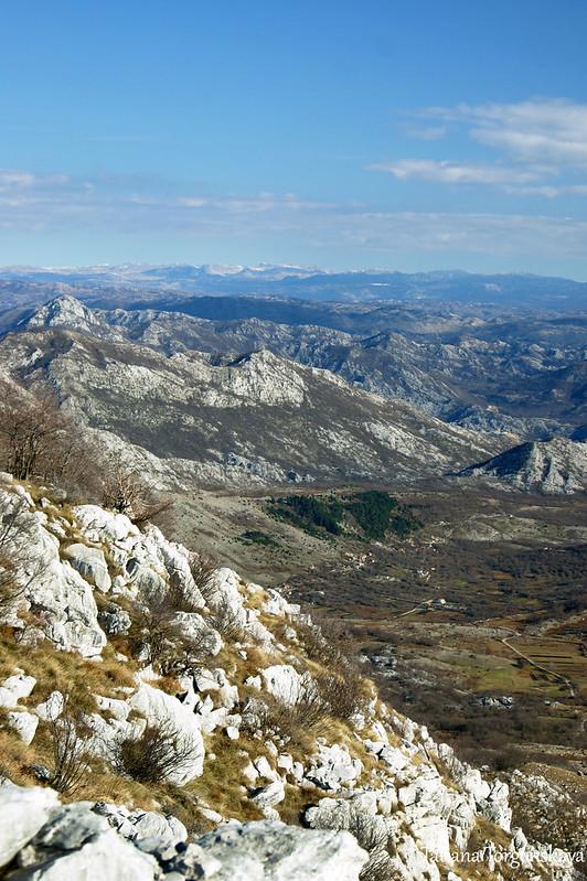 Вид с вершины на другие горы