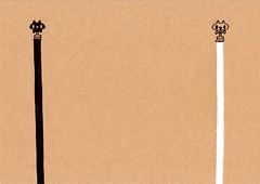 クラフト紙27_ペンキを塗る黒プレーンと白プレーン