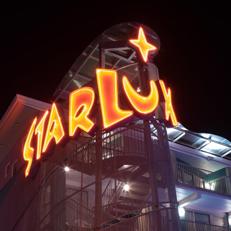 starlux2