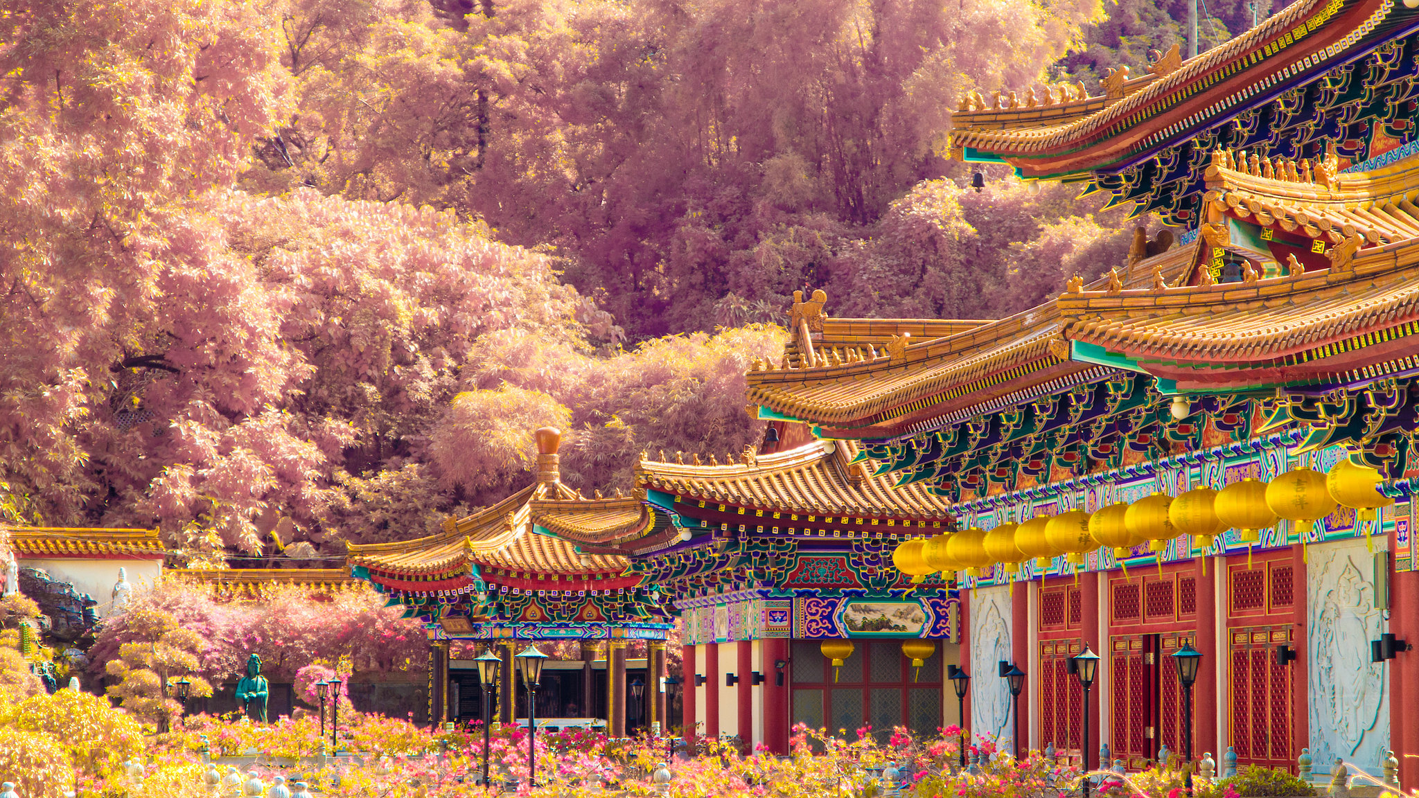 infrared Hong Kong temple
