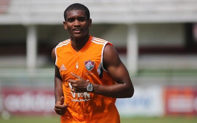 Marlon pede setor defensivo forte