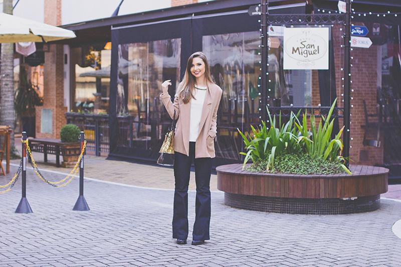 2-look com calça jeans flare naguchi jana taffarel