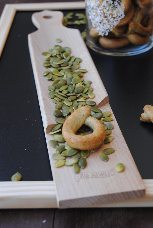 Taralli with pumpkin seeds
