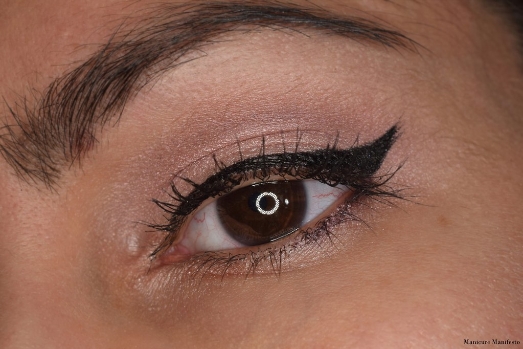 Bold winged liner