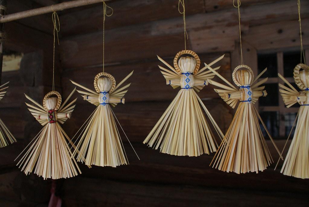 Décoration de noël ukrainienne : Des anges en paille.