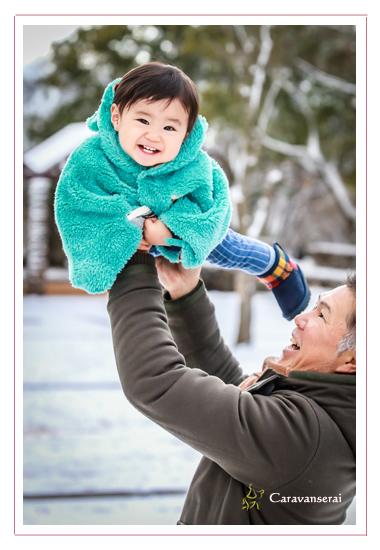 バースデーフォト,1才のお誕生日記念写真,愛知県春日井市,雪景色,冬,植物園,自宅,公園,家族写真,出張撮影,フォトスタジオ,写真館,人気,オススメ