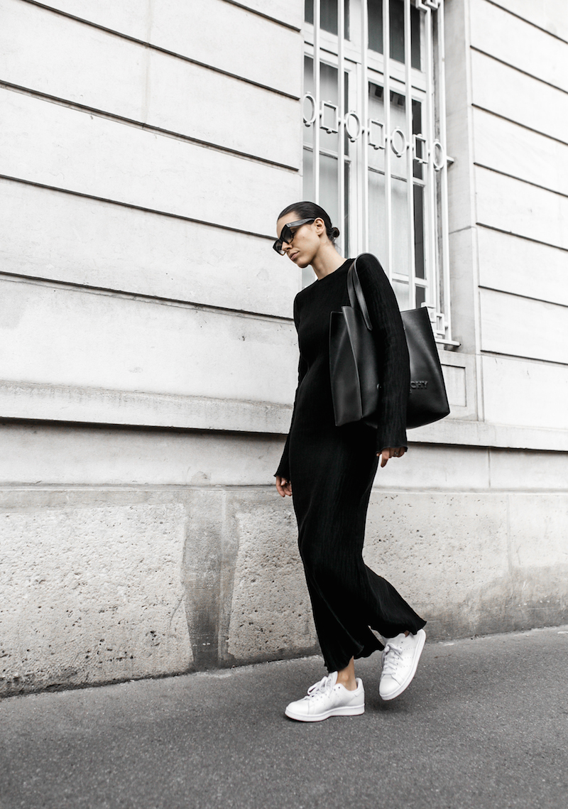 minimal maxi dress fashion blogger Paris street style Adidas Originals Stan Smith white sneakers Givenchy leather tote Celine Catherine sunglasses modern legacy (2 of 6)