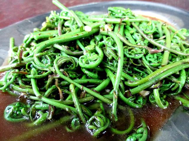 Siong Lok Yong fried midin